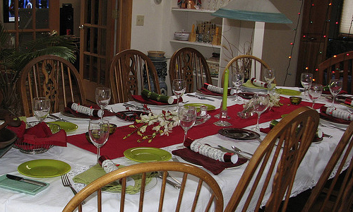 Impress Your Guests By Laying Down A Perfect Dinner Table
