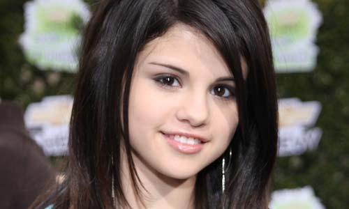 How to look like Selena Gomez?