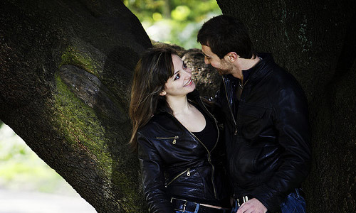 Top 10 Tips To Improve Your Body Language To Flirt Well