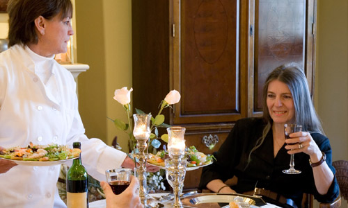 5 Essential Etiquette Tips For Women Who Dine Alone