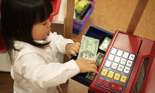 6 Tips to Teach Kids to Save Money
