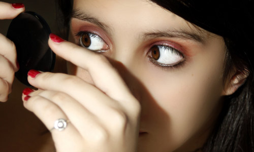 4 Steps to Do Makeup for Teenage Girls