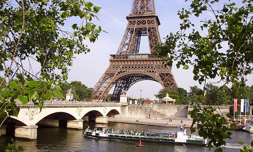 Go boating on the Seine