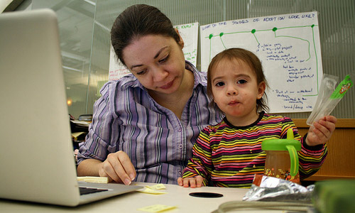 7 Tips for Moms to Keep Yourself Informed of Everything Around You