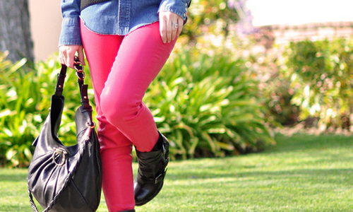 5 Tips on How to Wear Bright Colored Pants