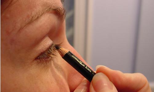 4 Tips for Applying Eye Liner In a Rush