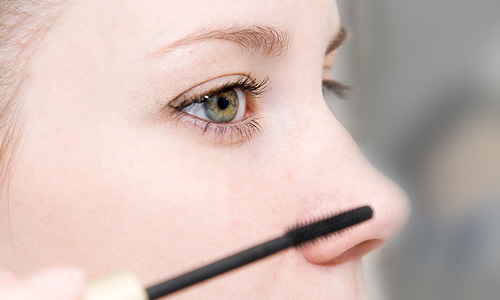 4 Tips for Wearing Colored Mascara
