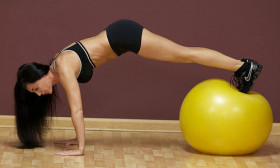 4 Tips to Lose Weight With an Exercise Ball