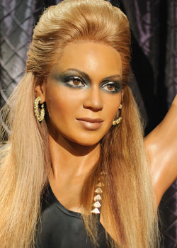 <h4>1. Beyonce as a salon worker</h4>