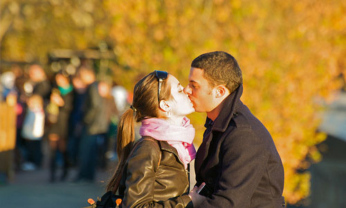 5 Little Things To Make Your First Kiss Memorable