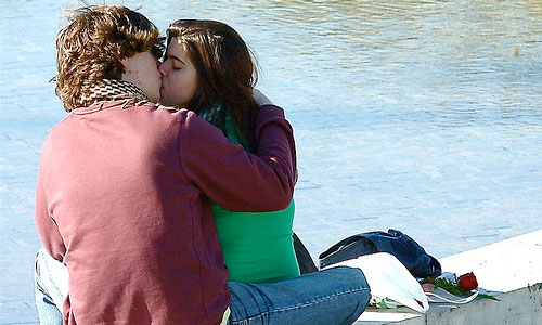5 Reasons Why Kissing is a Great Exercise