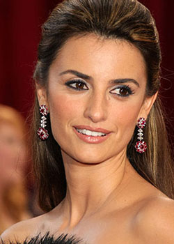 Penelope Cruz (born on April 28)