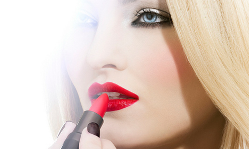 8 Tips to Carry Off a Dark Lipstick Well