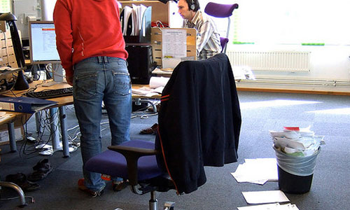 6 Annoying Habits You Must Avoid in the Workplace