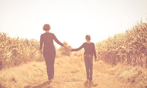 8 Ways to Become a Better Daughter