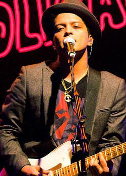 Bruno Mars/ Peter Hernandez