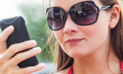 8 Tips for Texting Boys Easily