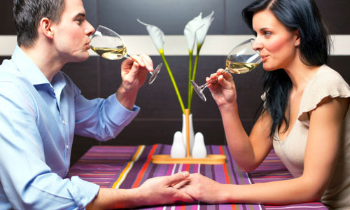 6 Ways to Make Him Comfortable on the First Date