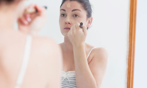 9 Tips to Choose the Right Foundation for Acne Prone Skin