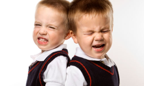 6 Tips for Dealing With Twin Sibling Rivalry