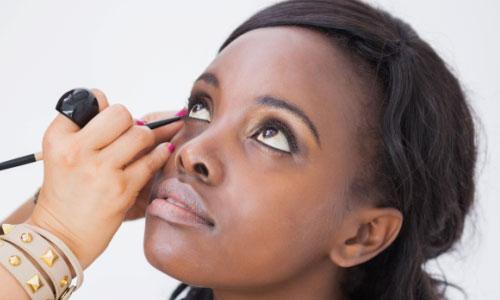 8 Tips to Apply a Liquid Eyeliner