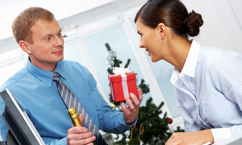 6 Christmas Gift Ideas for Employees