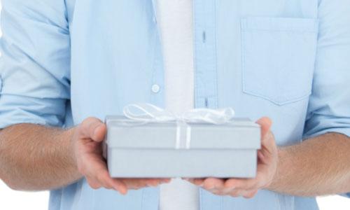5 Christmas Gift Ideas for Men Over 40