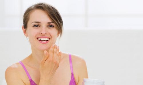 4 Ways Retinoids Help Stop Wrinkles