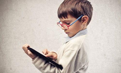 الأجهزة التكنولوجية أطفالنا