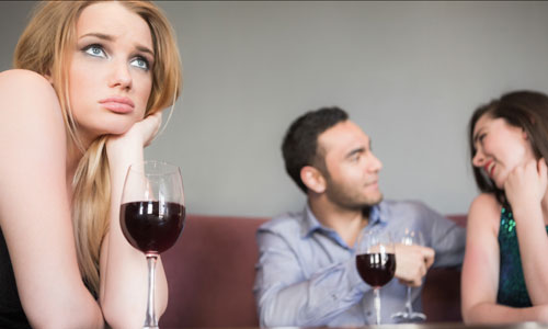 6 Ways to Find Out If Your Boyfriend is Falling for Another Girl