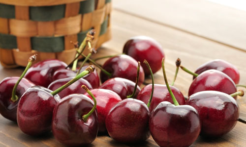 The phytochemicals, anthocyanin and quercetin