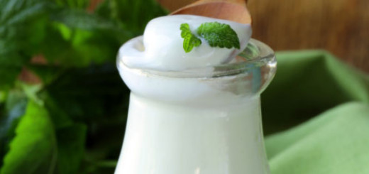 Ways-Yogurt-helps-your-skin