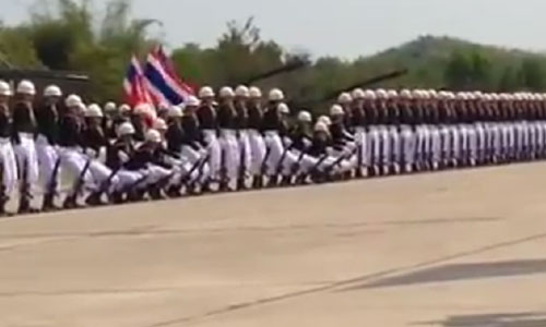 Unbelievable Mesmerizing Coordination By Thai Soldiers. Don't Miss It