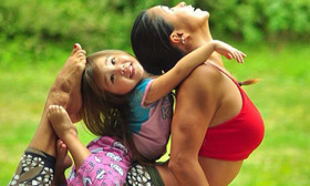 Mom and 4 Year Old Daughter Do Yoga Together. See Their Cool Pics.