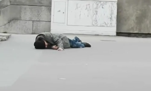 A Man Falls Down And Cries For Help In Vain, The Second Time People Help. Prepare To Get Shocked!
