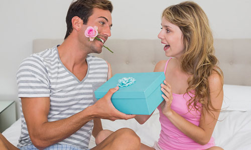 8 Romantic Gift Ideas For Dating Couples